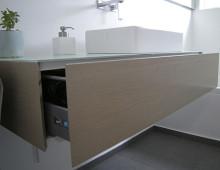 Freihängender Waschbeckenunterschrank